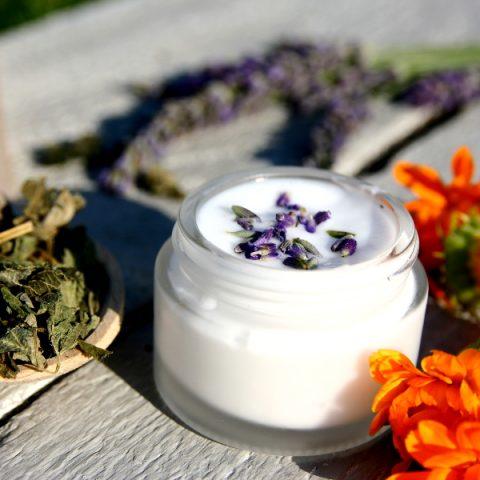 Poradnik. Jak rozpoznać naturalne kosmetyki pielęgnacyjne?