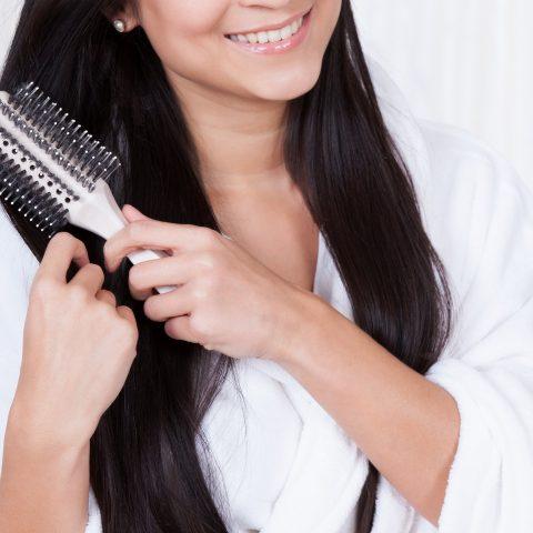 Jak czesać włosy? Przegląd najlepszych akcesoriów do włosów