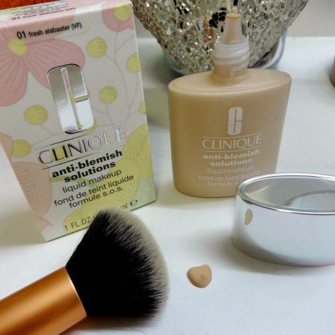 Cera z niedoskonałościami? Wypróbuj podkład Clinique Anti-Blemish Solutions Liquid Makeup
