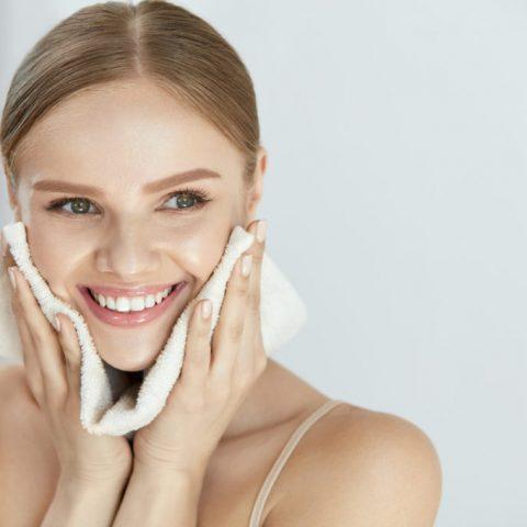Oczyszczanie twarzy. Jak zrobić to poprawnie?