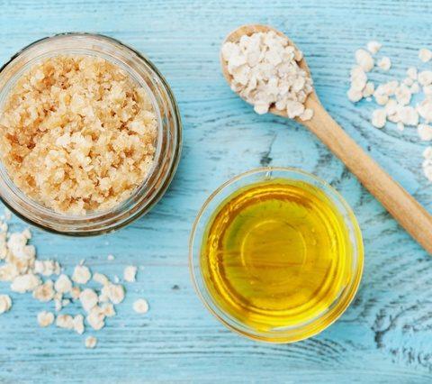Jaki peeling do twarzy suchej, naczynkowej lub tłustej? Najlepsze domowe peelingi