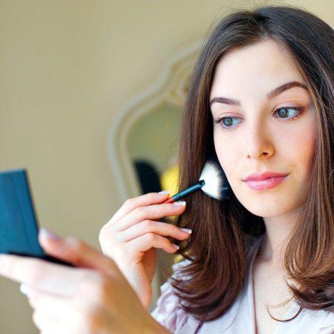 Światło a makijaż. Jak się umalować, żeby zawsze ładnie wyglądać?