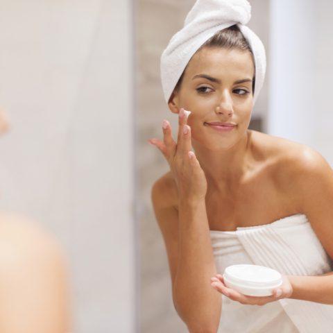 Jak dbać o skórę zimą? Najlepsze kosmetyki i triki pielęgnacyjne