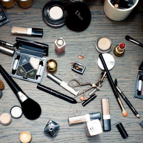 Jakie kosmetyki warto mieć zawsze przy sobie?