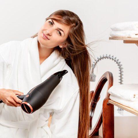 Jaką suszarkę do włosów wybrać? Poradnik dla początkujących